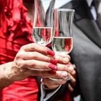 Proosten met champagne glazen